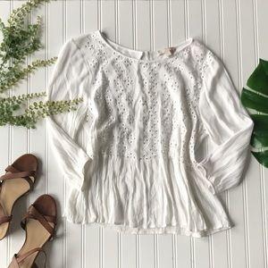 Tops - White peasant top eyelet design flowy blouse
